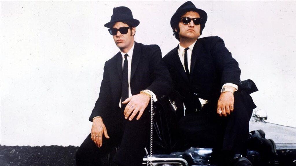 """""""Los Hermanos Caradura"""" (The Blues Brothers) es una película  de 1980 dirigida por John Landis, con John Belushi y Dan Aykroyd."""